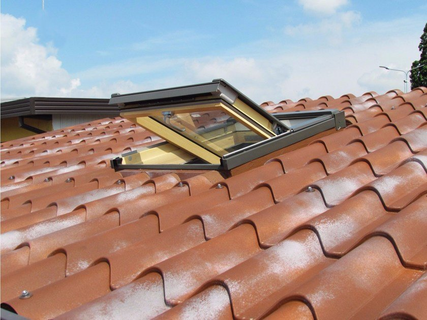 Roof window with thermal insulation panel IsoSky by ISOPAN