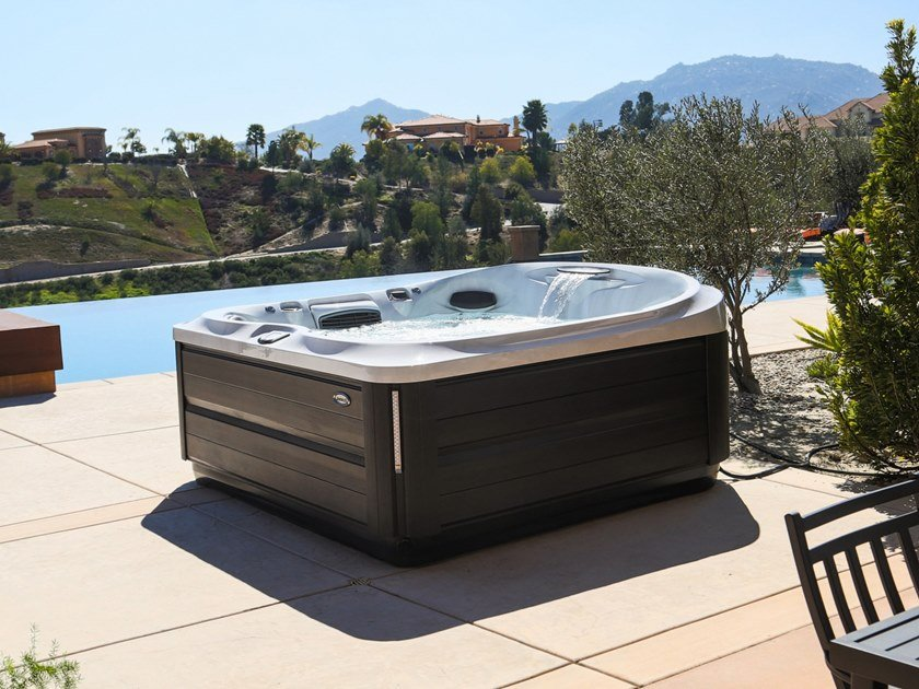 Square hydromassage hot tub 6-seats J-485™ by Jacuzzi®