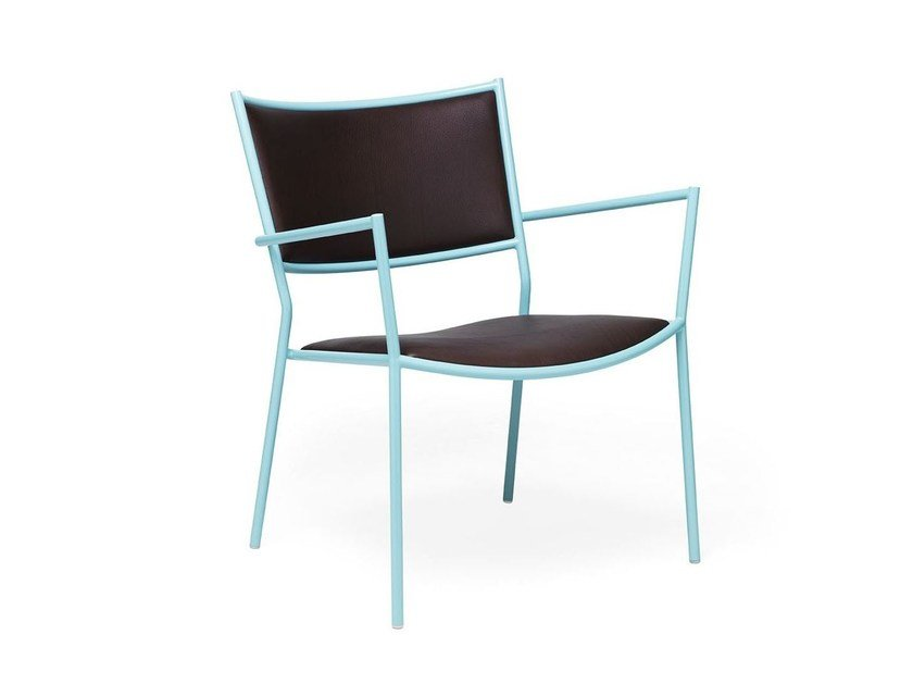 Powder coated steel easy chair with armrests JIG | Easy chair with armrests by Massproductions