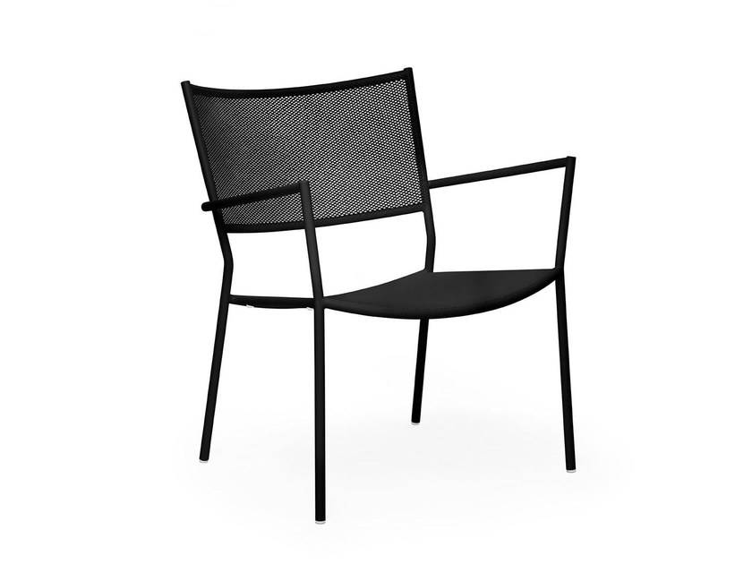 Stackable easy chair with painted steel frame and mesh JIG MESH | Garden easy chair by Massproductions