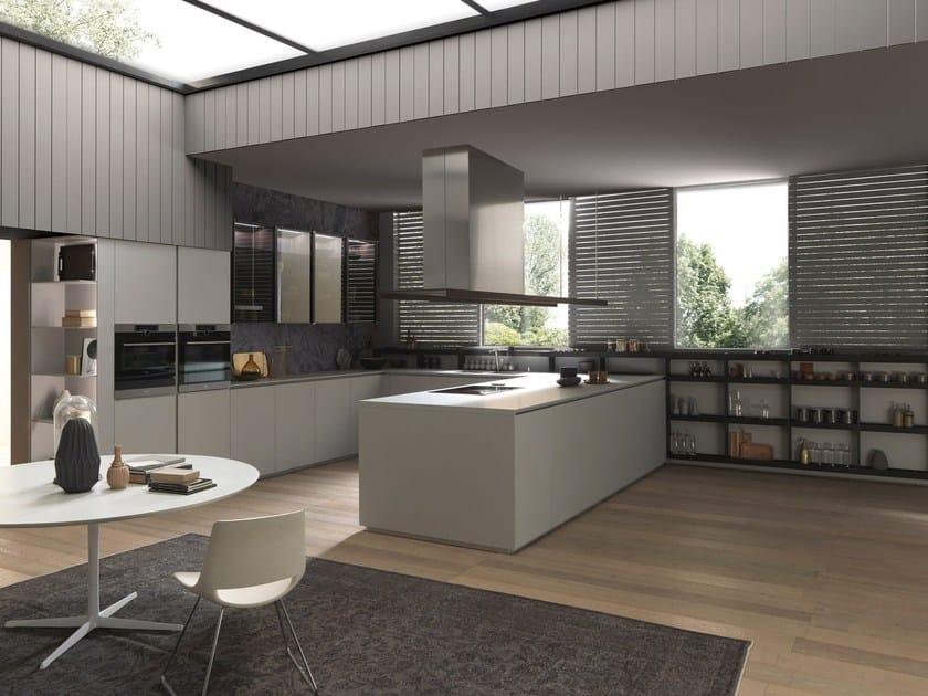 Cucina laccata con maniglie integrate con penisola k 016 by pedini design alfredo zengiaro - Cucine pedini prezzi ...