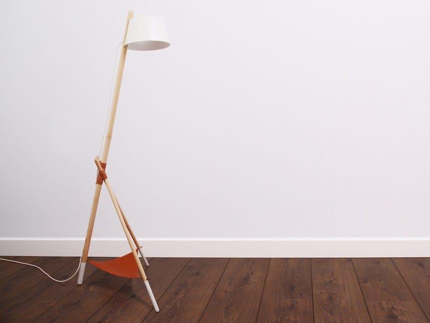 Direct light beech floor lamp KA LAMP M by Woodendot