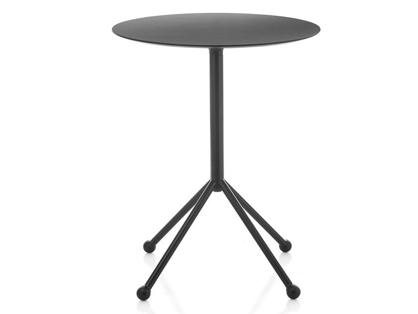 Folding round table KALEOX   Table with 4-star base by Kastel