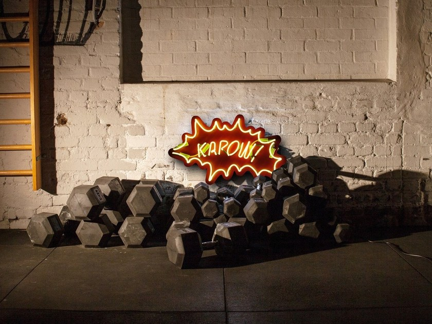Wall-mounted neon light installation KAPOW by sygns