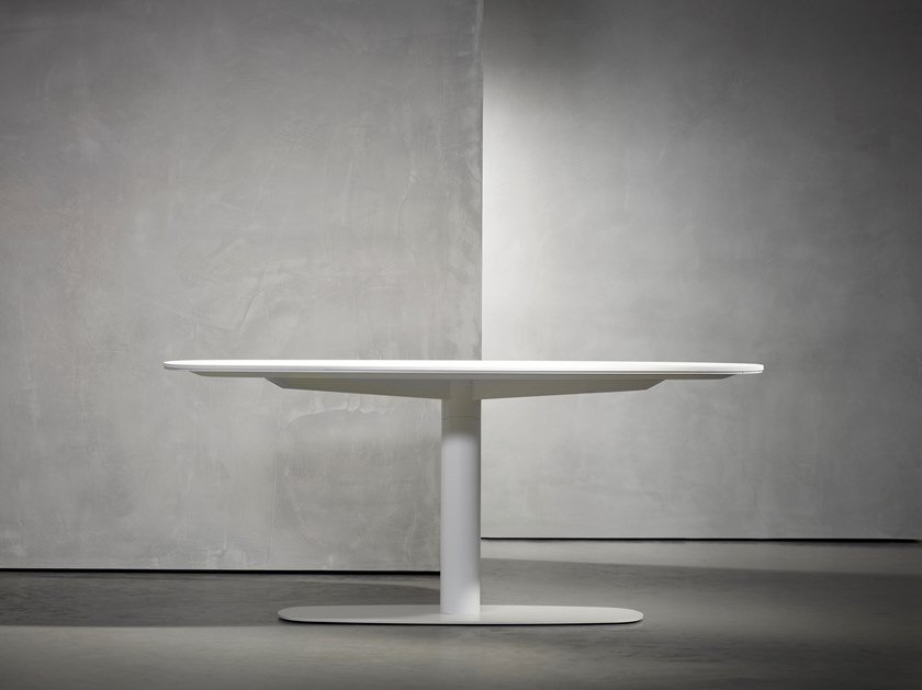 Wooden dining table KEKKE LIVING | Table by Piet Boon