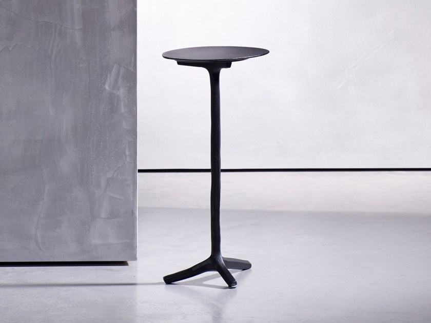 Round aluminium coffee table for living room KLINK by Piet Boon