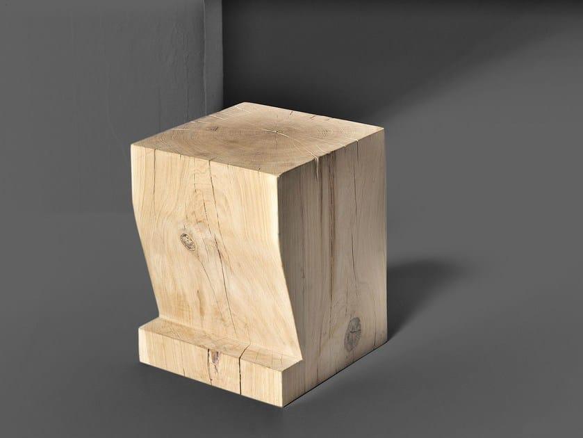Sgabello In Legno Design : Sgabello basso in legno massello klotz pfeife by vitamin design