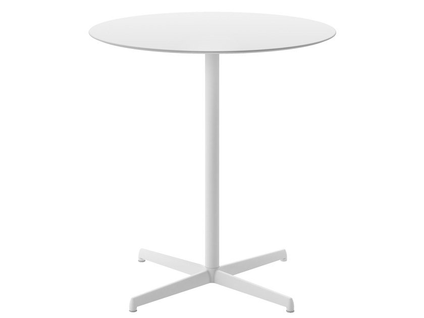 Round garden table with 4-star base KOBE | Round table by Desalto