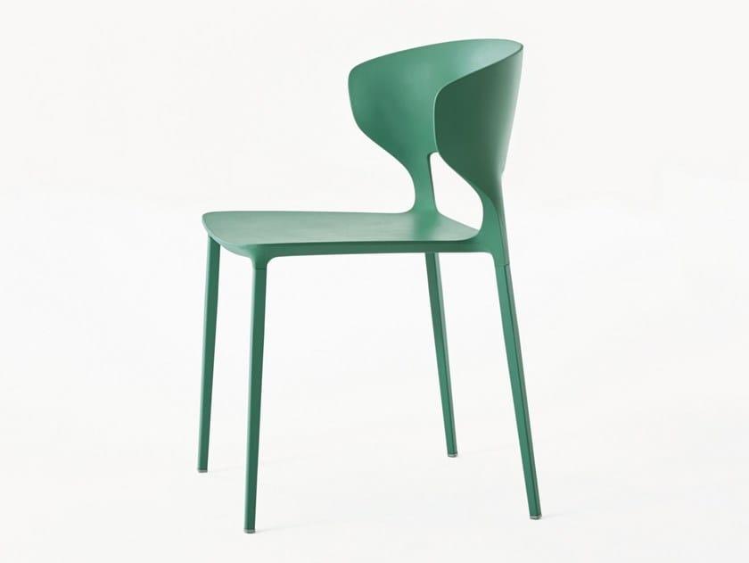 Sedia impilabile in poliuretano koki sedia desalto for Sedia koki desalto