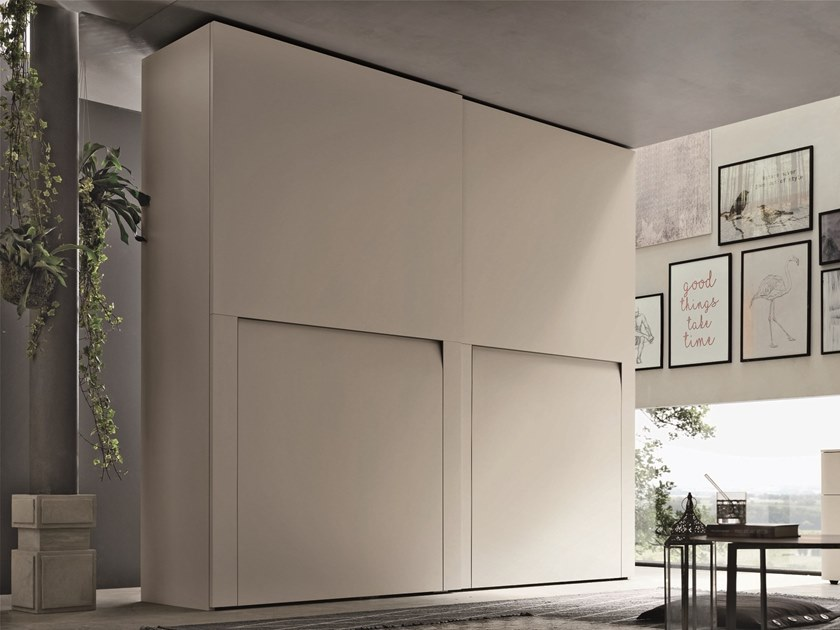 Lacquered wardrobe with sliding doors KRYZIA | Wardrobe with sliding doors by Gruppo Tomasella