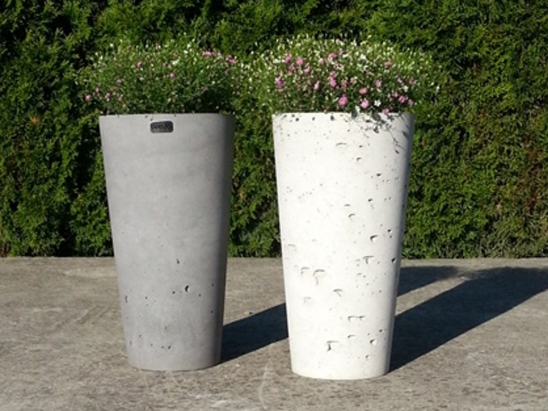 Concrete garden vase / vase KUK by betton