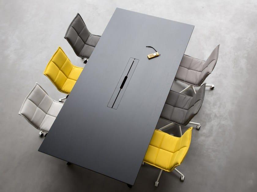 Tavolo da riunione rettangolare in legno con sistema passacavi LAB | Tavolo da riunione by Inno