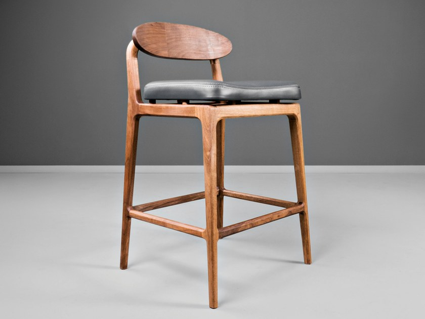 High upholstered leather barstool LABOR by HOOKL und STOOL