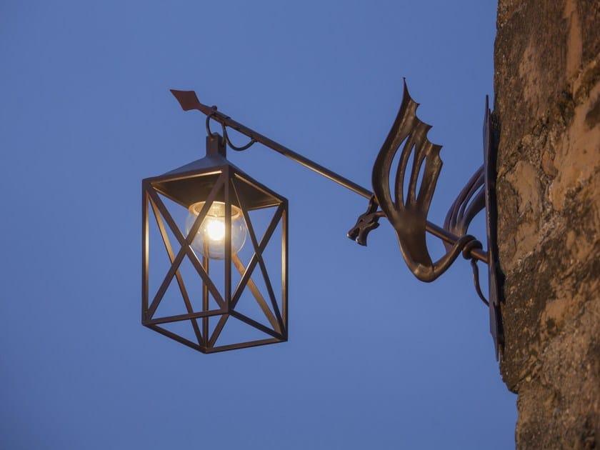 Lampada da parete a led in ferro battuto lanterna drago by