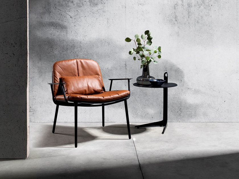 Leather easy chair with armrests LAYERS | Leather easy chair by Joli