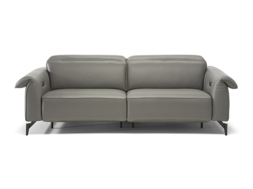 4 seater leather sofa with electric motion LEGGIADRO | Leather sofa by Natuzzi