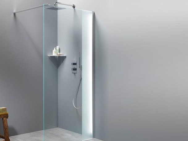 Glass shower wall with LED LEMBRON by Glassolutions