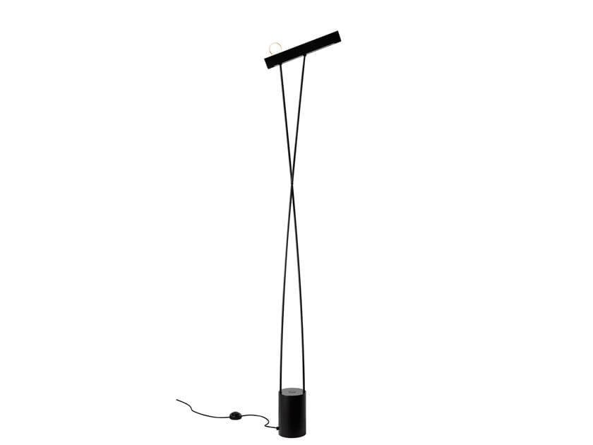 Indirect light metal floor lamp LEO   Floor lamp by Estiluz