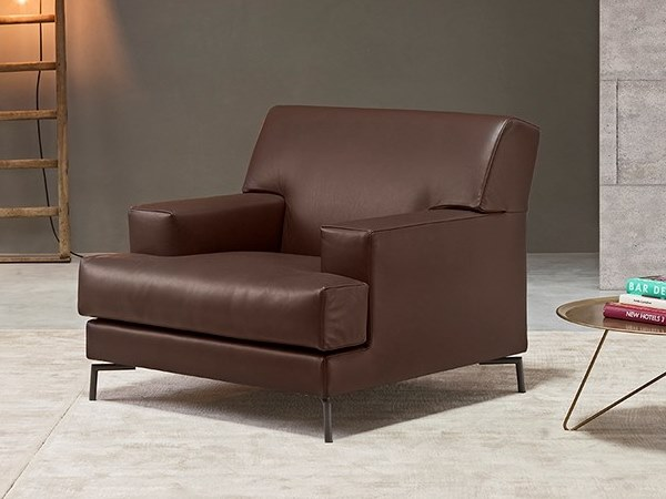 Leather armchair with armrests LEWIS | Armchair by Metraform