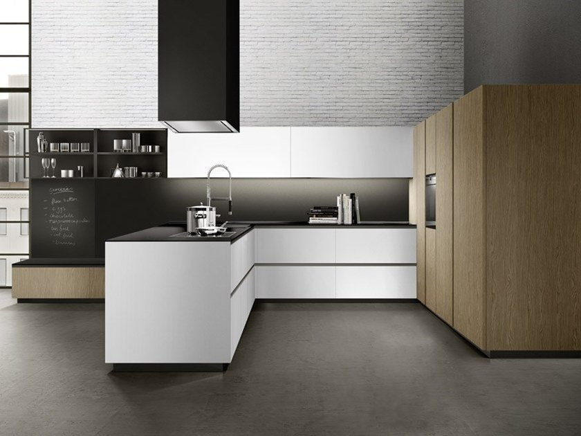 Lacquered kitchen with integrated handles with peninsula LINEA 02 by Composit