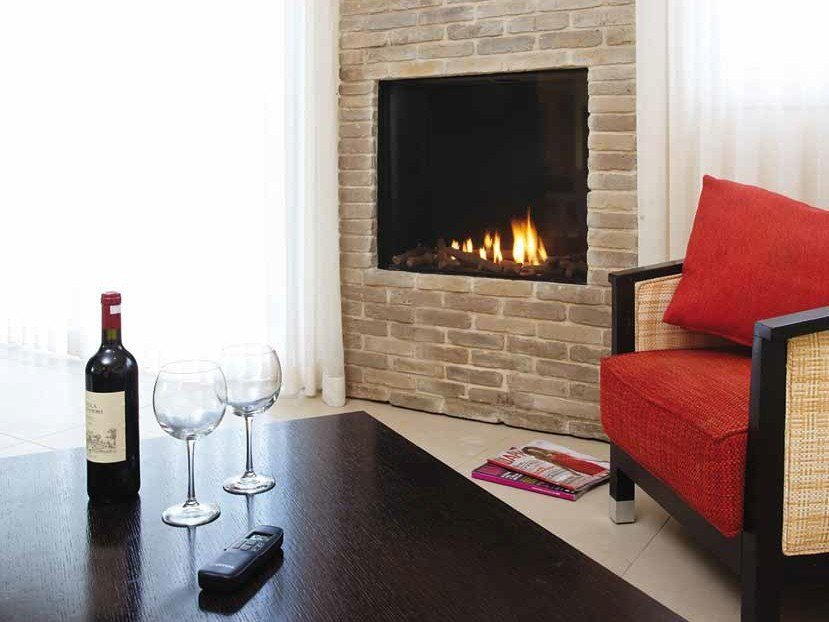 Gas closed built-in fireplace LINEA 75 by BRITISH FIRES