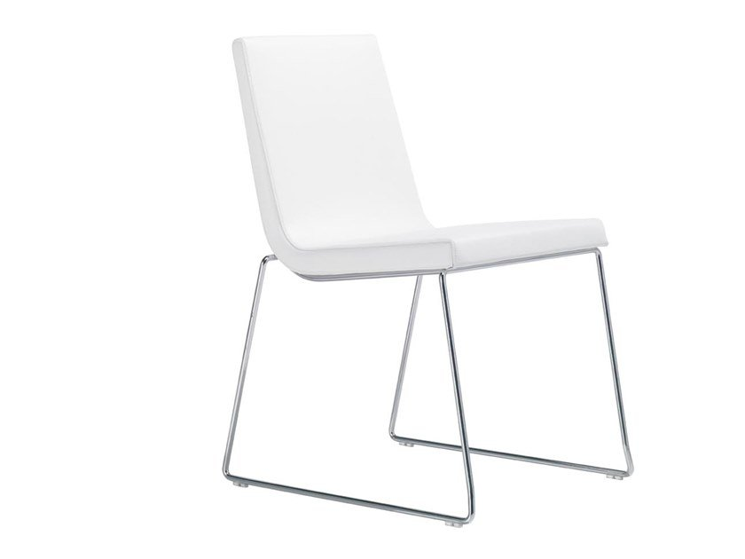 Sled base upholstered stackable chair LINEAL COMFORT SI0594 by Andreu World
