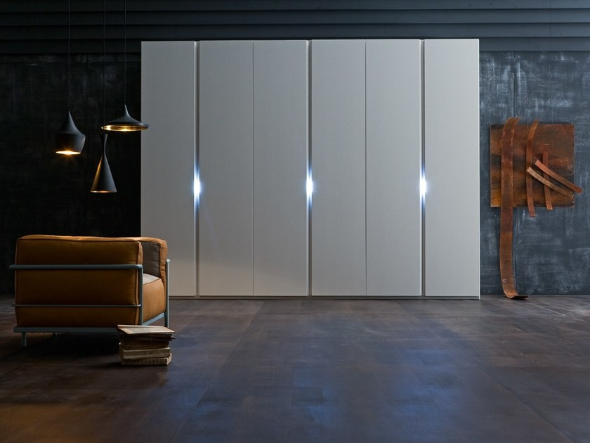 Sectional lacquered wardrobe LINEAR by Silenia