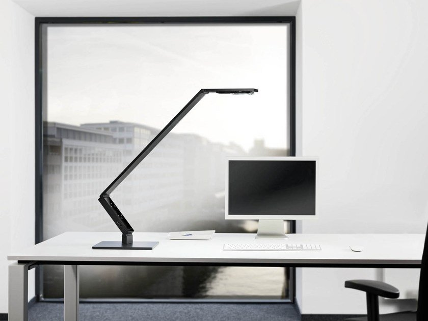 LED adjustable table lamp LINEAR TABLE PRO by LUCTRA®
