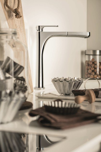 Kitchen mixer tap with swivel spout with pull out spray LINFA KITCHEN | Kitchen mixer tap with pull out spray by newform