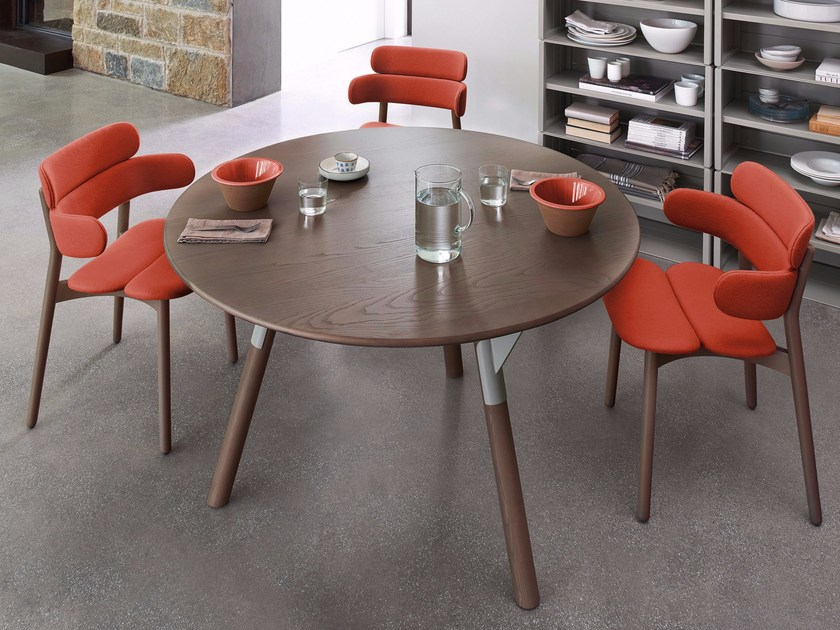 Round wooden table LINK | Table by Varaschin