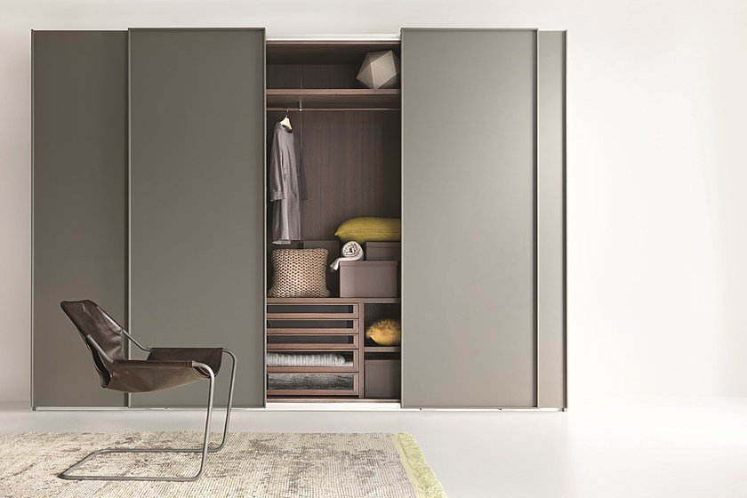 Wardrobe with sliding doors custom LISCIA | Wardrobe with sliding doors by Lema