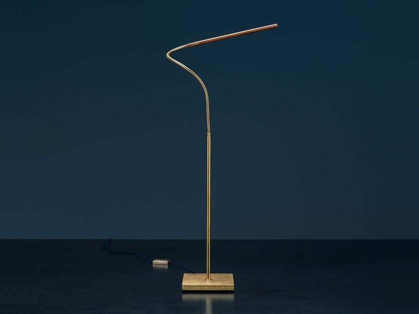 Lampe de bureau led lola t by catellani smith design enzo catellani