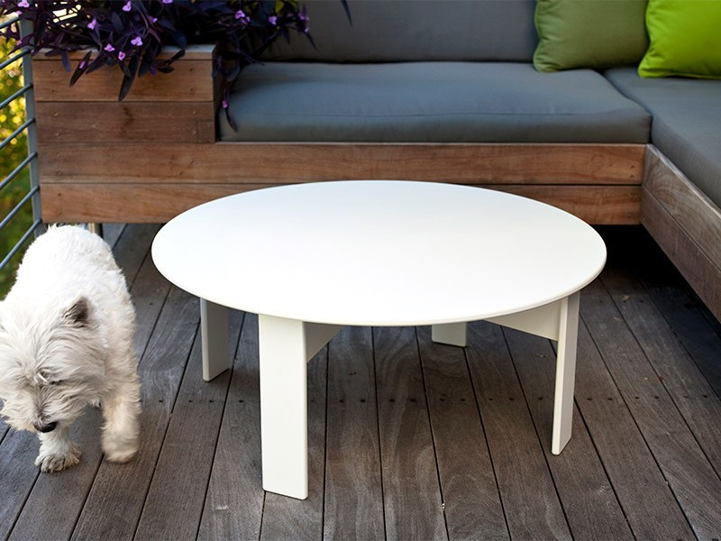 Recycled plastic coffee table LOLLYGAGGER | Round coffee table by Loll Designs