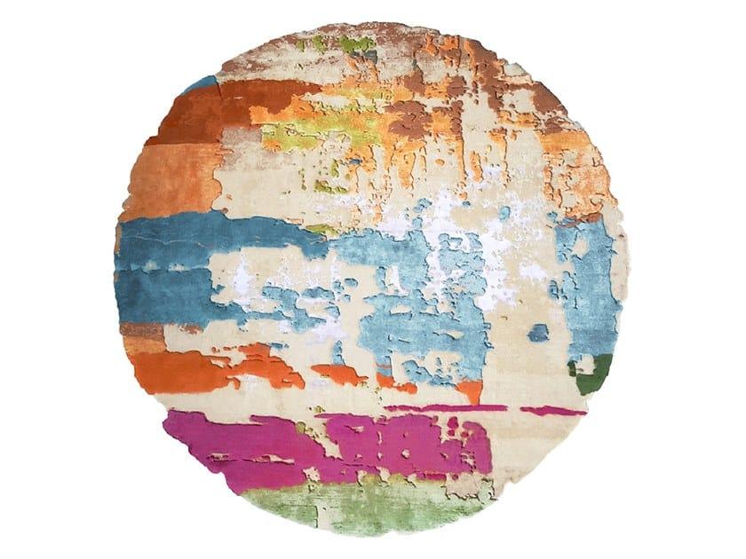 Handmade round rug LOMMA E2 EDIT by HENZEL STUDIO