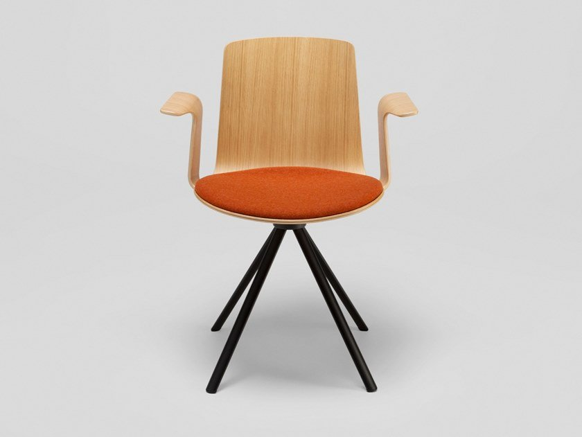 Trestle-based oak chair with armrests LOTTUS SPIN | Chair with armrests by ENEA