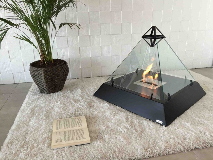 Freestanding fireplace with panoramic glass LOUVRE by bioKamino