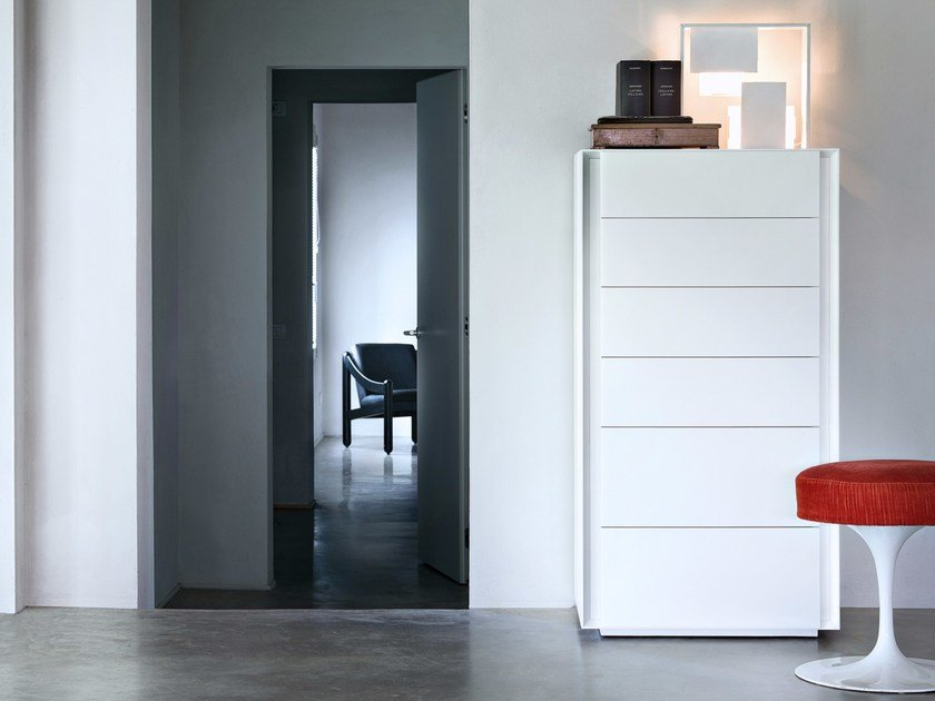 Free standing lacquered chest of drawers LUNA by Lema