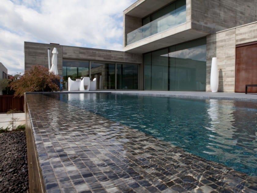 Glass Pool liner / mosaic LUX by VIDREPUR