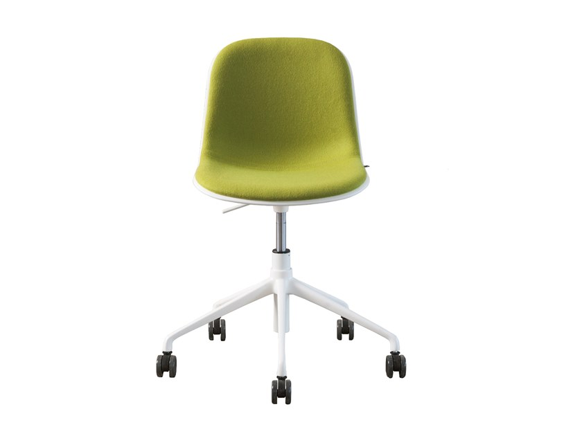 Chair with 5-spoke base with castors MÁNI | Chair with 5-spoke base by FANTONI