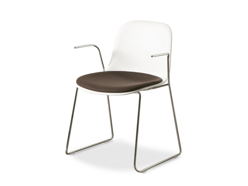 Sled base chair with armrests MÁNI | Chair with armrests by FANTONI