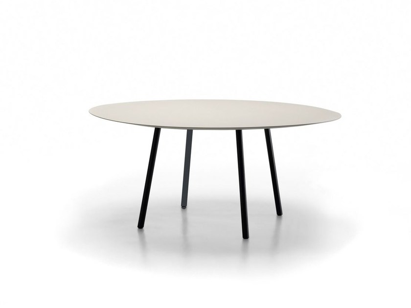 Lacquered round MDF table MAARTEN | Table by Viccarbe