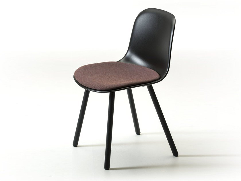 Polypropylene chair with integrated cushion MÁNI PLASTIC 4WL | Chair with integrated cushion by arrmet