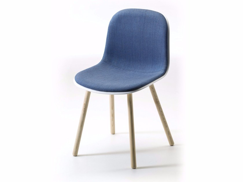 Fabric chair with integrated cushion MÁNI PLASTIC 4WL | Fabric chair by arrmet