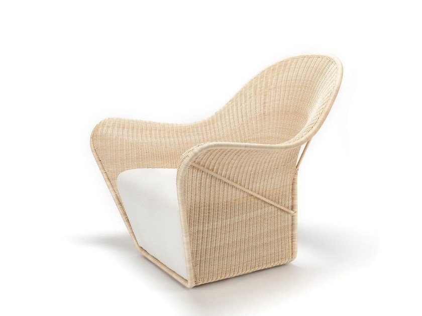 Poltrona in rattan con braccioli MANTA by Feelgood Designs
