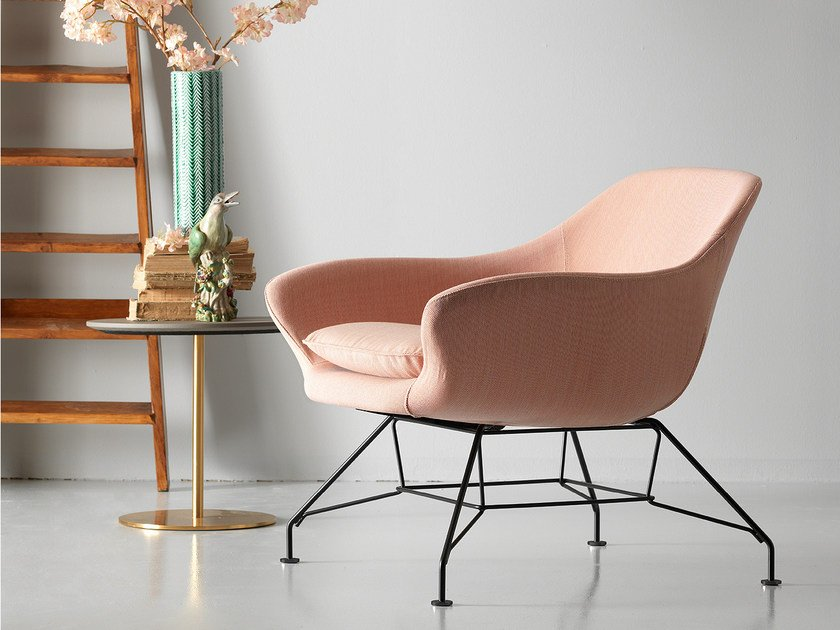 Fabric guest chair with armrests MANTA   Fabric armchair by Quinti Sedute