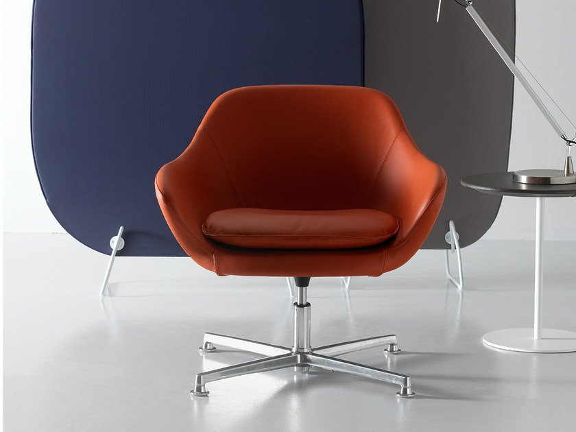 Swivel leather armchair with 4-spoke base with armrests MANTA | Armchair with 4-spoke base by Quinti Sedute