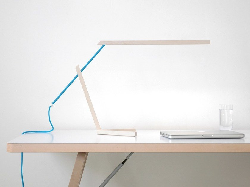 LED direct light maple table lamp MANTIS by Vertigo Bird