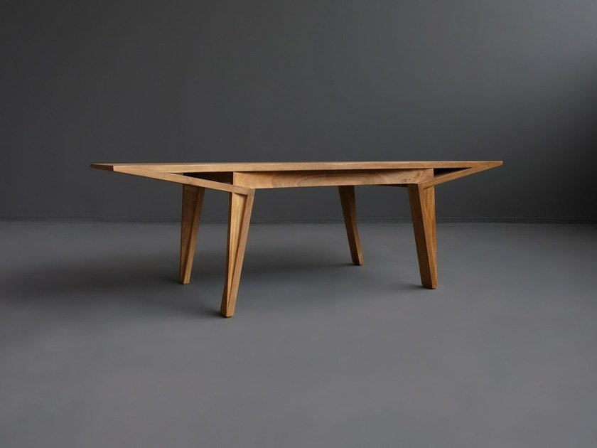 Solid wood dining table MARU by HOOKL und STOOL