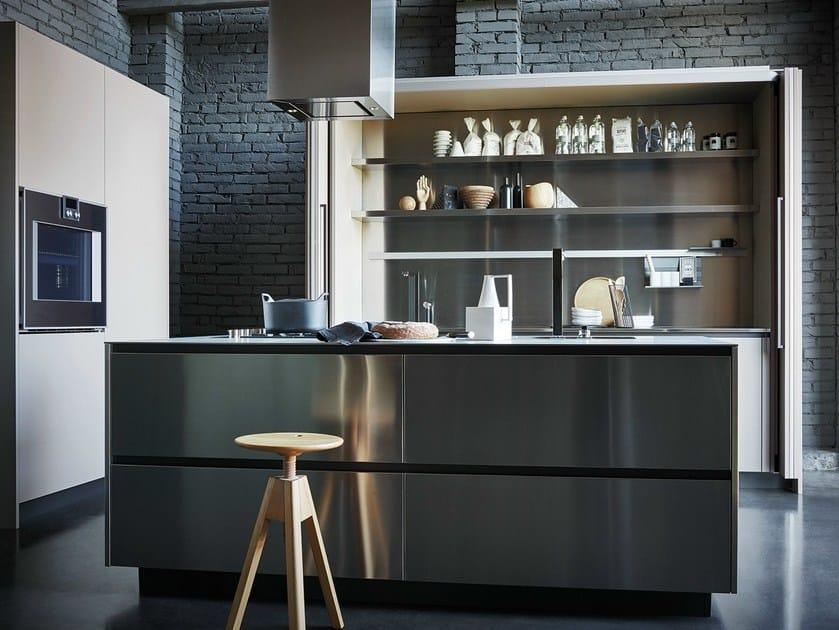 Einbauküche aus Edelstahl und Fenix mit Kücheninsel MAXIMA 2.2 ...