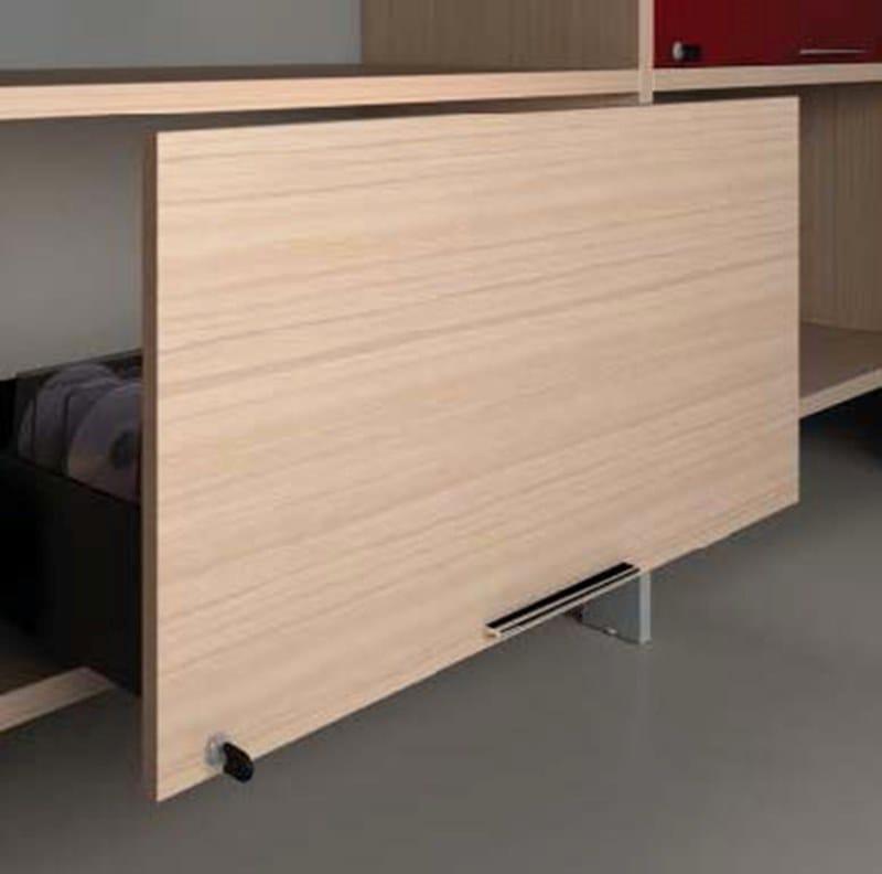 MEETING Tavolo da riunione - Particolare vano inferiore della libreria ascaffalatura può essere attrezzato con uncomodo cassetto, l'anta a ribalta è dotata diammortizzatore di chiusura